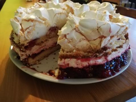 Rote-Grütze-Torte